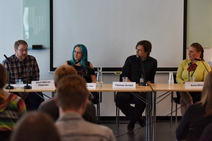 A shot from the Cross-genre panel at Archipelacon. So far the only photo evidence of my presence at the con...